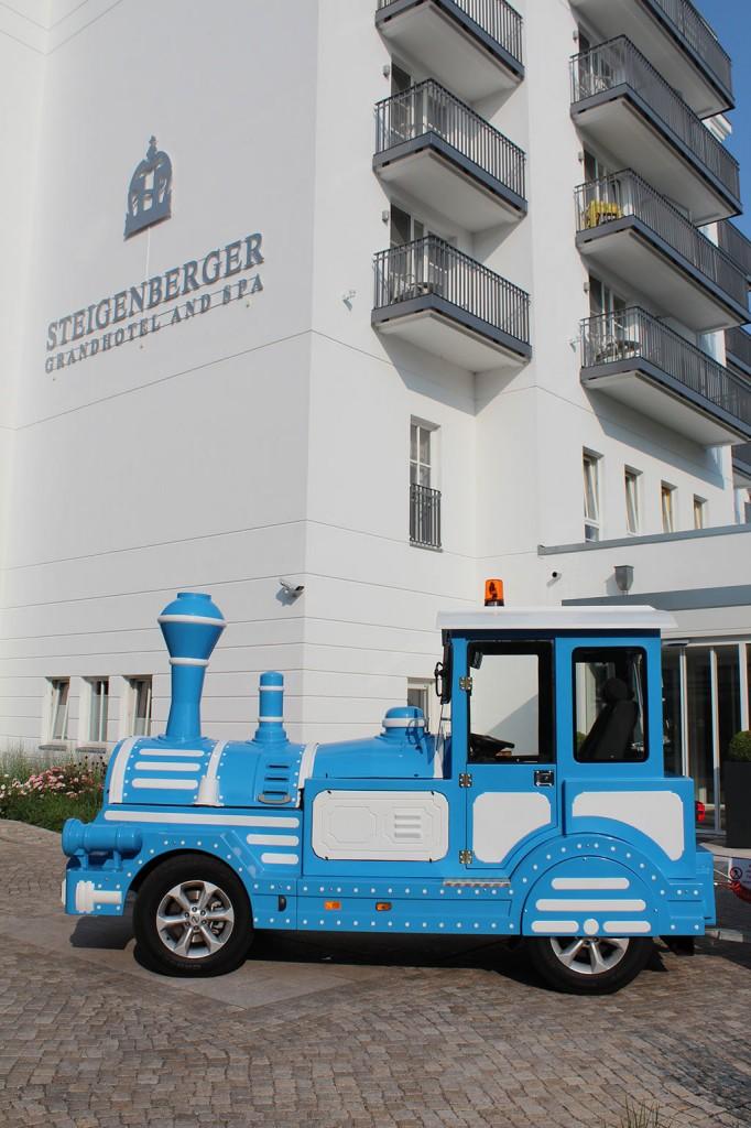 Log vor dem Steigenberger Grandhotel & Spa Heringsdorf